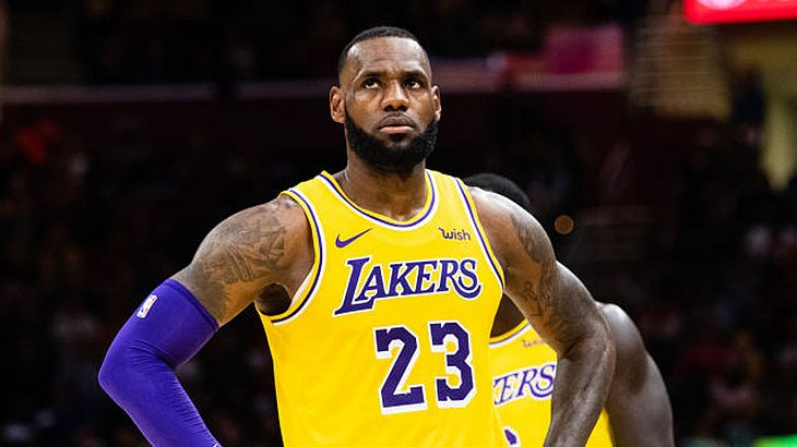 NBA Sundays mit Superstar LeBron kames von den Los Angeles Lakers.