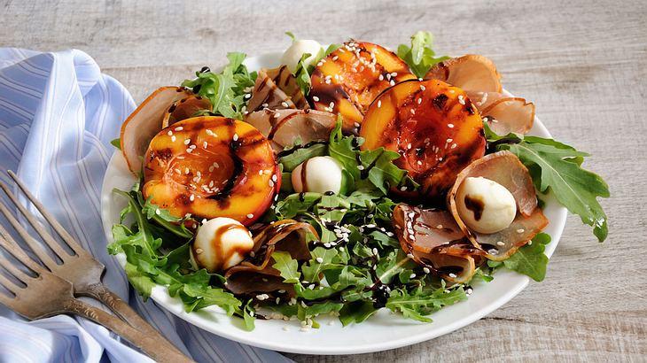 Nektarinen-Mozzarella-Salat