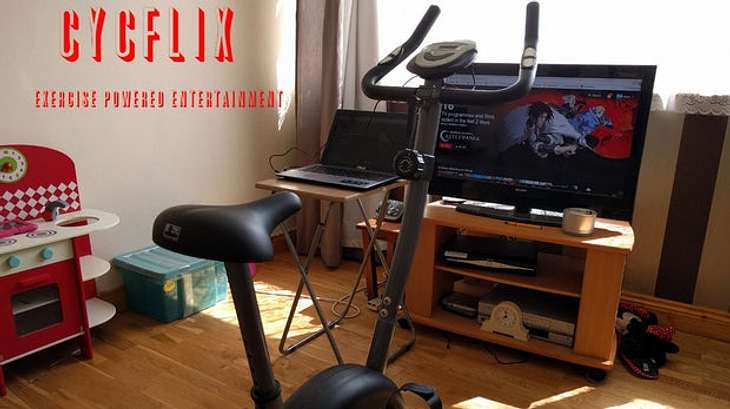 Netflix und trainieren: Dieses Fitness-Gadget macht dich fit, während du Serien schaust