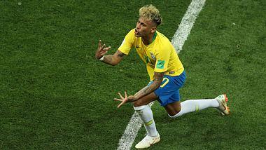 Immer wenn Neymar fällt: Bar in Rio gibt Schnaps aus