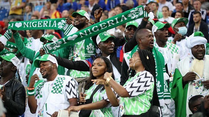 Nigeria Fans dürfen keine Hühnchen mit ins Stadion nehmen