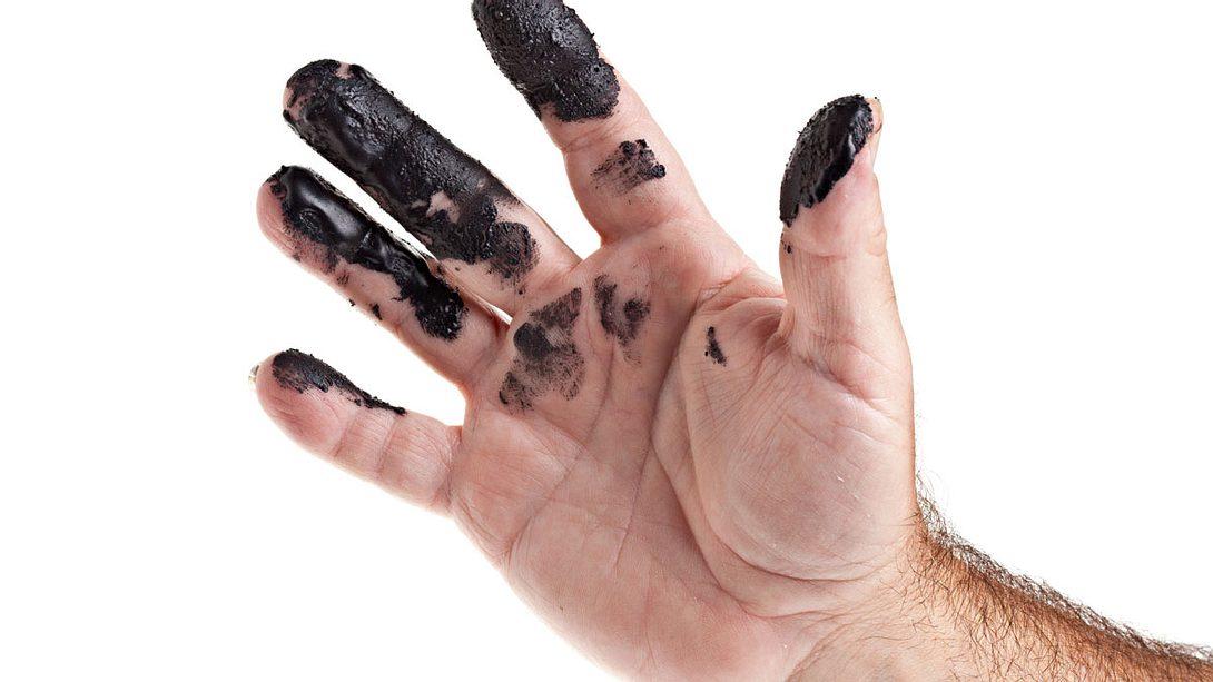 Ölflecken entfernen: Diese Hausmittel helfen gegen Ölflecken - Foto: iStock / DebbiSmirnoff