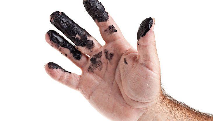 Ölflecken entfernen: Diese Hausmittel helfen gegen Ölflecken