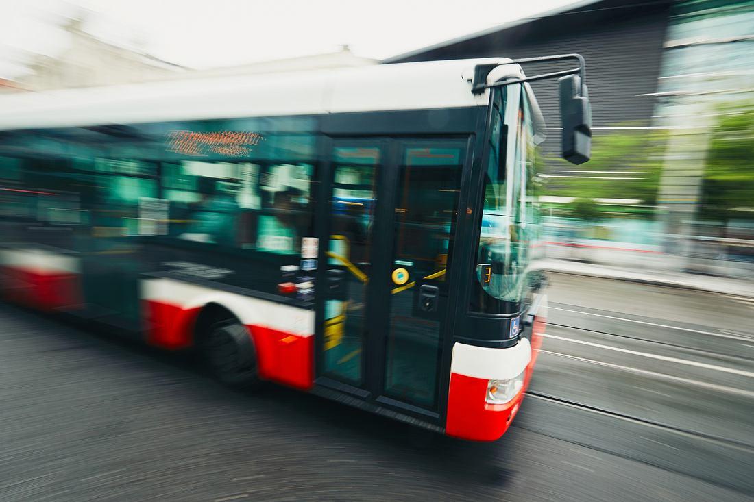Bus des öffentlichen Nahverkehrs
