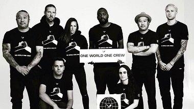 One World One Crew: Deutsches Modelabel launcht Anti-Rassismus-Kollektion