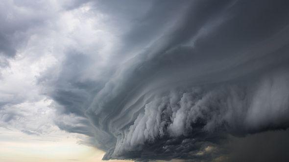 Sturmwolke über Meer - Foto: iStock / petesphotography
