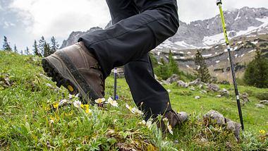 Outdoorschuhe - Foto: iStock / Asvolas
