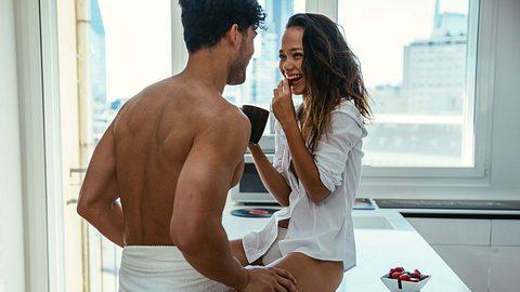Großer Mann, kleine Frau: 6 Sex-Tipps für unterschiedlich große Paare