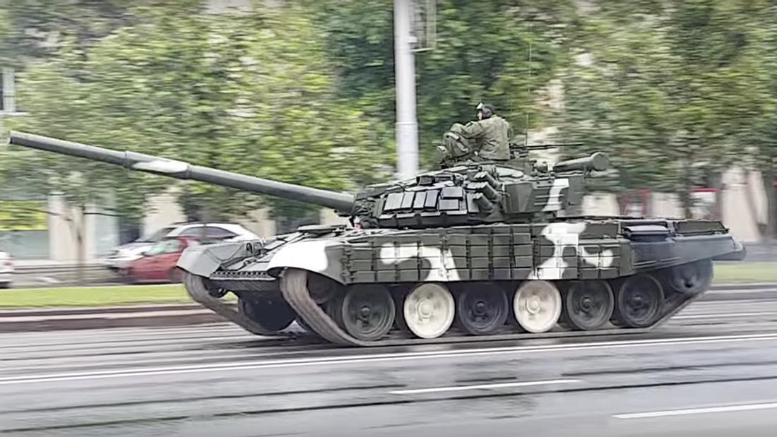 Panzer-Fail: Russische Soldaten versagen bei einem Drift-Manöver