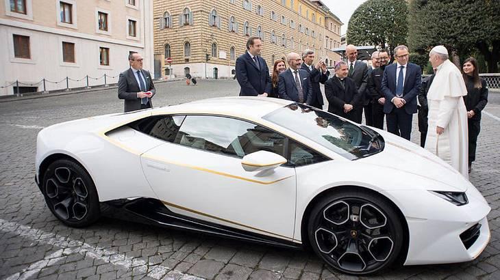 Papst Franziskus versteigert seinen Lamborghini Huracan