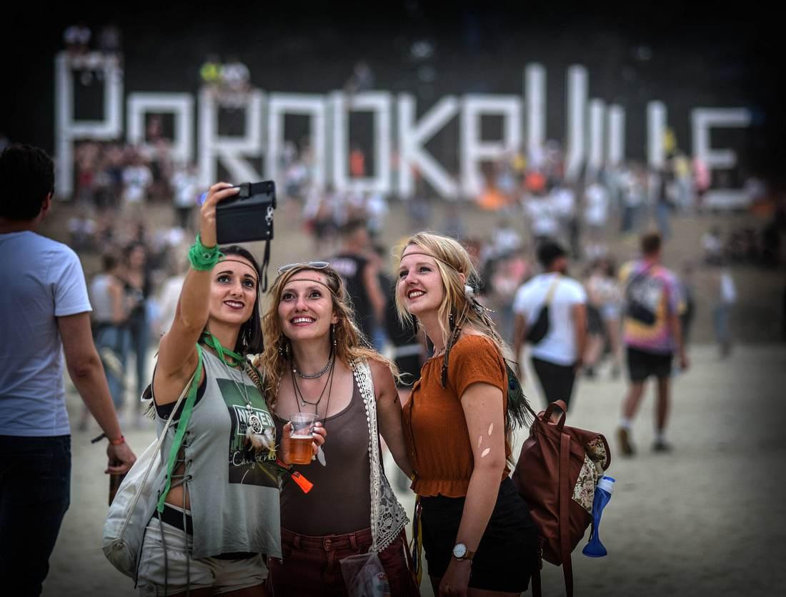drei Faruen beim Parookaville Festival