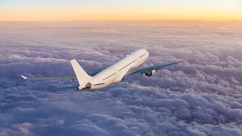 Passagierflugzeug - Foto: iStock / guvendemir