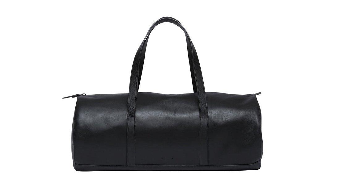 CM 17 Travel Bag von PB 0110 aus schwarzem Leder für 749 Euro (52 x 22,5 x 23 cm)