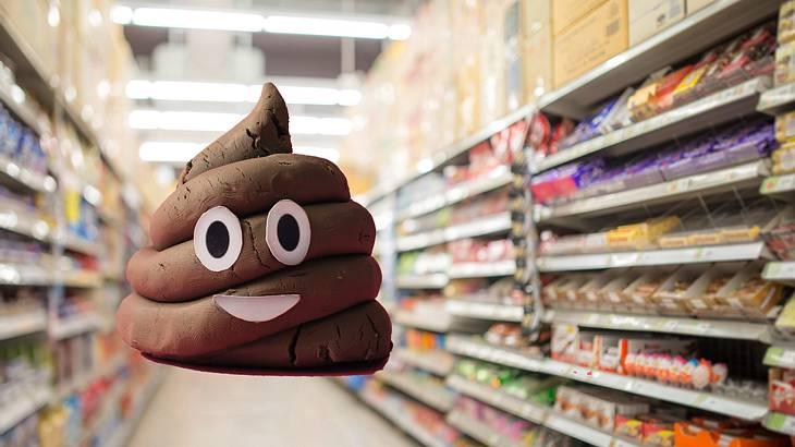 Ein Unbekannter kackt im Supermarkt ins Regal