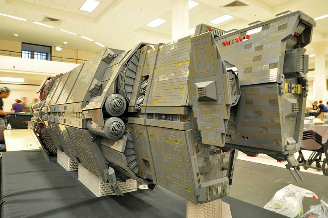 Halo-Fan Lee Jones hat in vier Jahren das Pillar Of Autumn-Raumschiff aus Lego nachgebaut