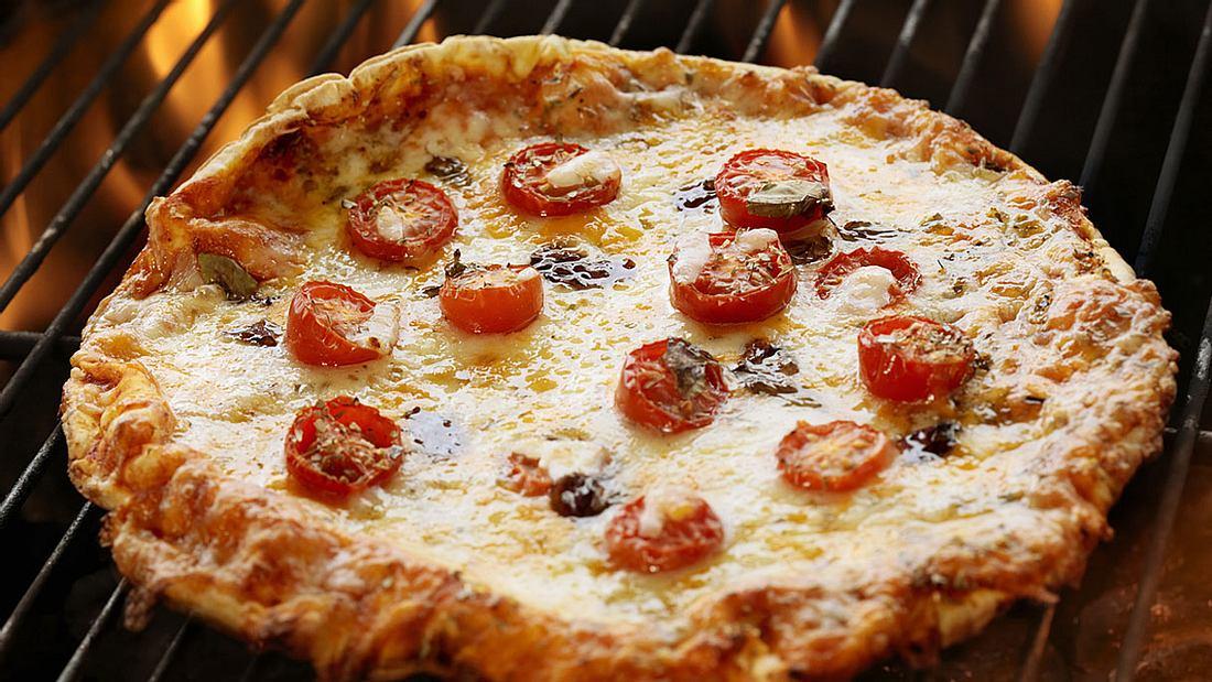 Grillpizza: Pizza grillen ist nicht schwer.