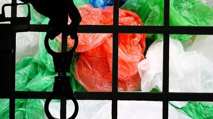 Für Plastiktüten in den Knast