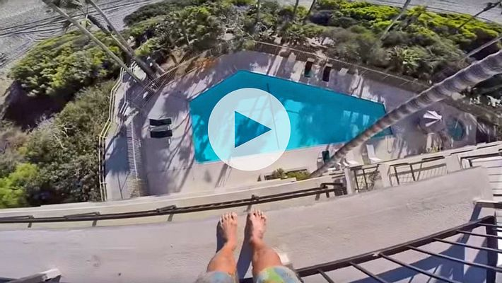 Mann springt 4 Stockwerke tief in Pool und verfehlt ihn fast