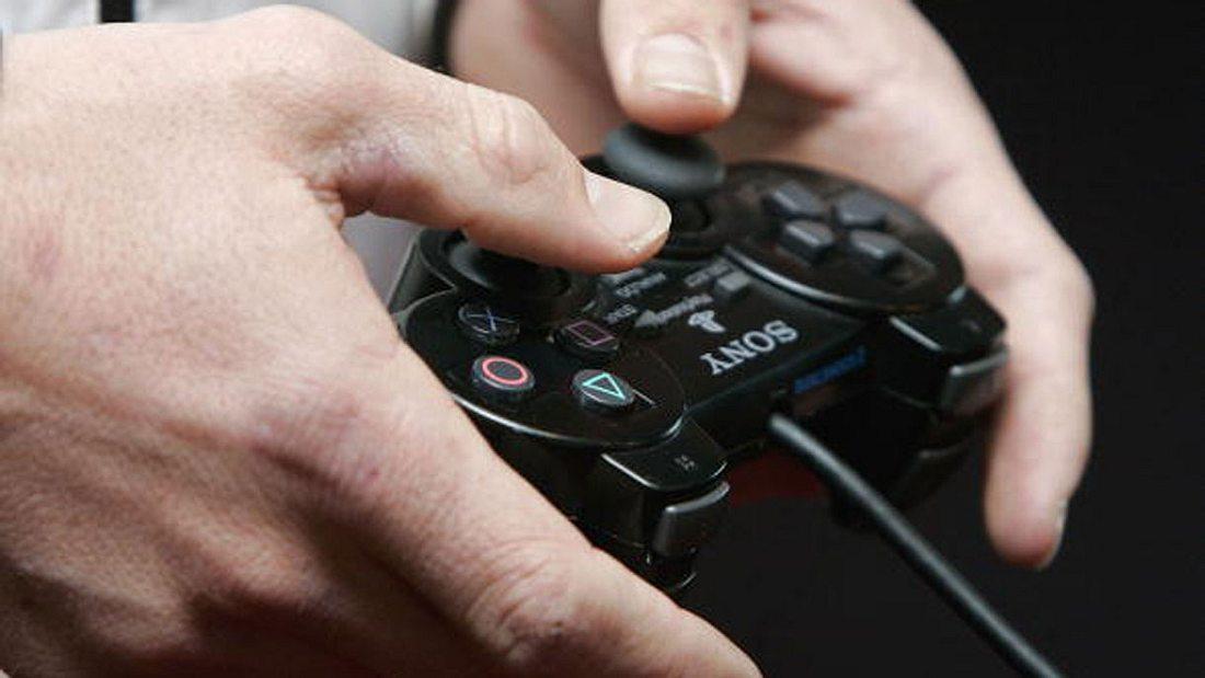 Playstation-Eskalation: Kumpel schlägt Freund ins Krankenhaus, flieht