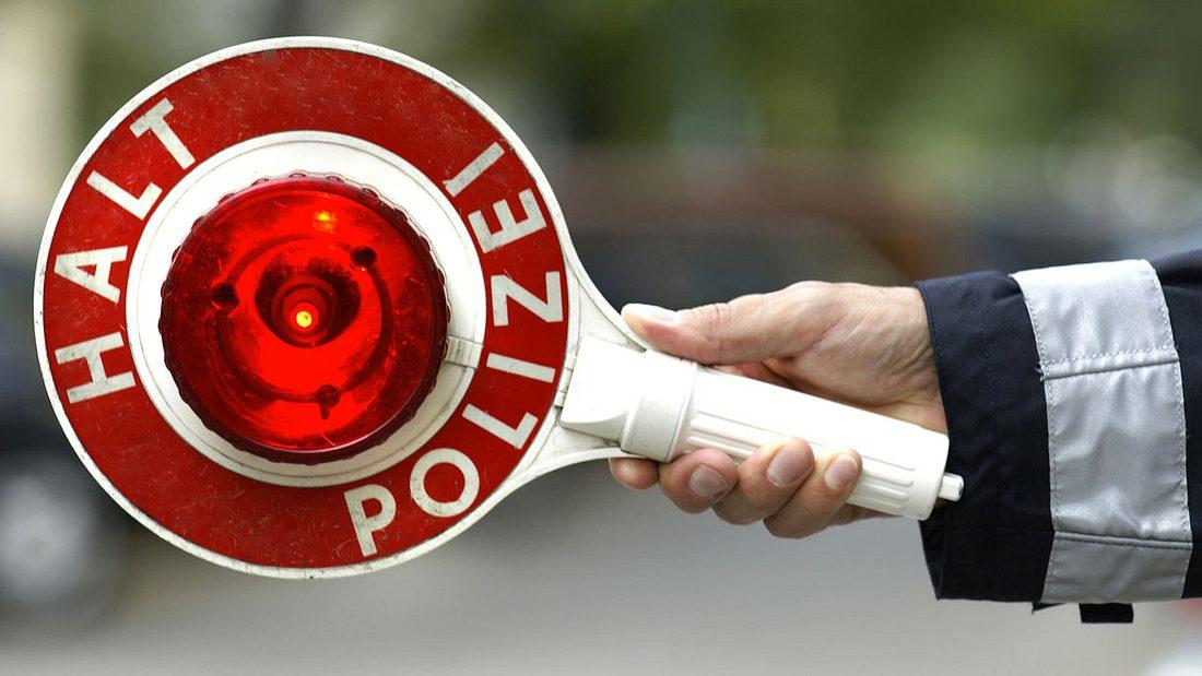 Achtung, Verkehrskontrolle. Das sind deine Rechte und Pflichten, wenn du von der Polizei angehalten wirst