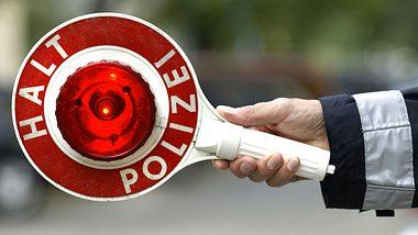 Achtung, Verkehrskontrolle. Das sind deine Rechte und Pflichten, wenn du von der Polizei angehalten wirst - Foto: istockphoto
