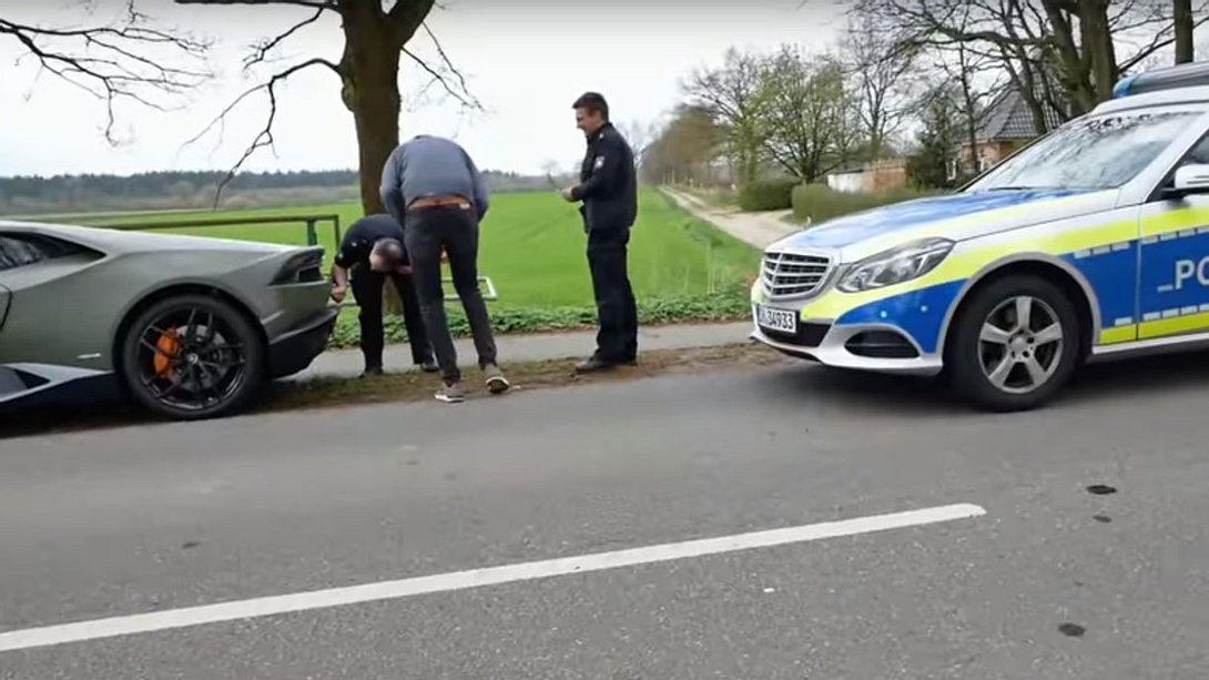 Nico Pliquett wird von der Polizei angehalten - Foto: YouTube / Nico Pliquett DE