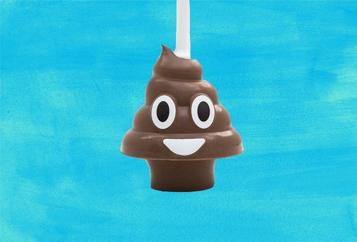 Gegen verstopfte Toiletten: Der Kackhaufen-Emoji-Pümpel von Squatty Potty
