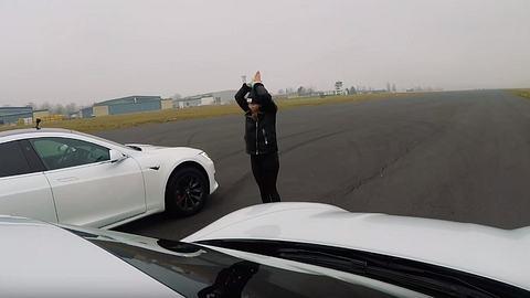 Porsche Taycan Turbo S vs Tesla Model S Performance - Foto: Autozeitung