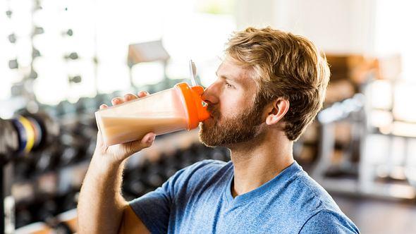 Proteinshakes für den Muskelaufbau: 3 Bestseller-Produkte im Vergleich