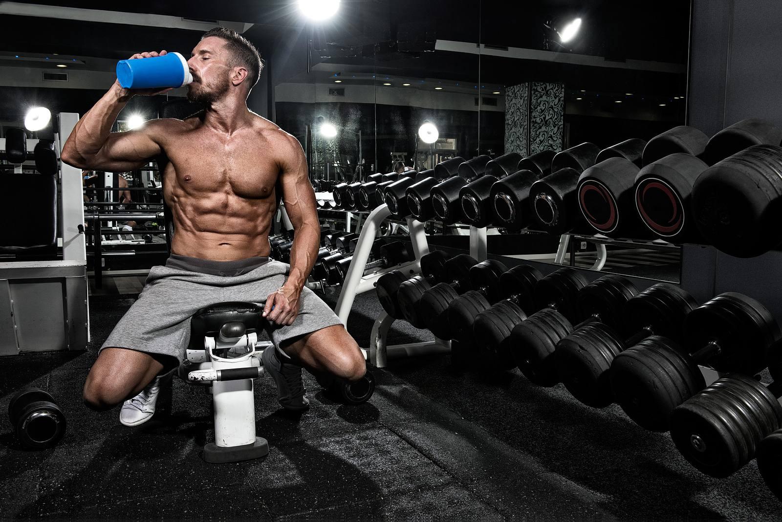 Wie man Protein-Shake zur Gewichtsreduktion trinkt