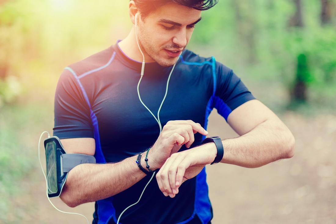 Läufer mit Pulsuhr
