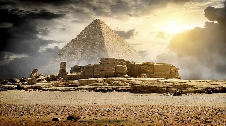 Um die Pyramiden von Gizeh ranken sich zahlreiche Legenden
