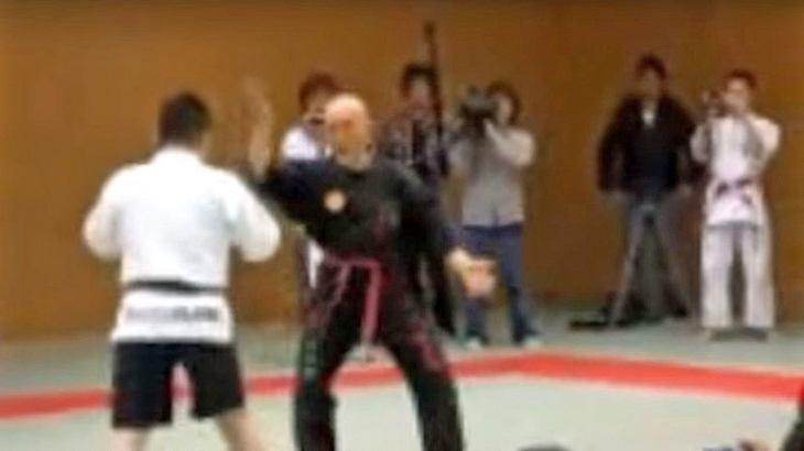 Qigong-Großmeister Yanagai Ryuken wettet, MMA-Fighter Iwakura Goh ohne BErührung KO schlagen zu können