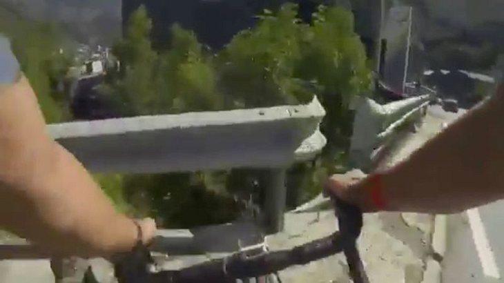 Rad-Profi Joaquim Rodriguez stürzt in Schlucht