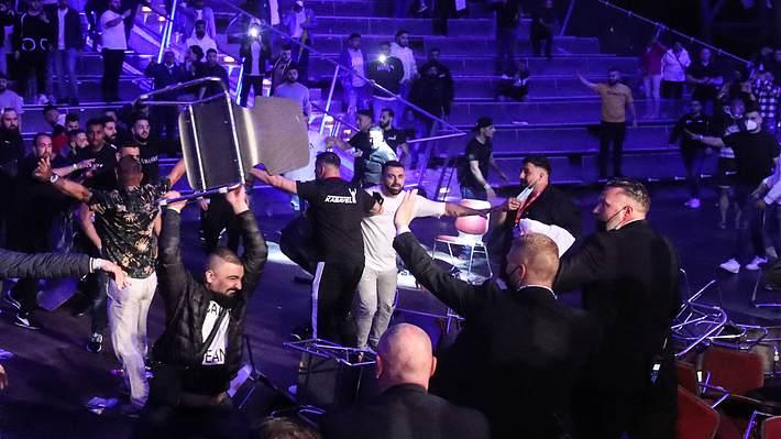 Zuschauer randalieren nach Boxkampf - Foto: IMAGO / Christian Schroedter