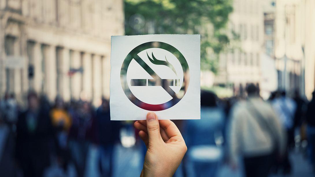 Rauchen verboten-Schild - Foto: iStock / Bulat Silvia