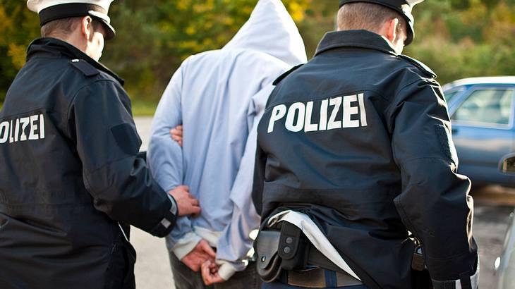 Hamburg: Großrazzia gegen 187 Strassenbande