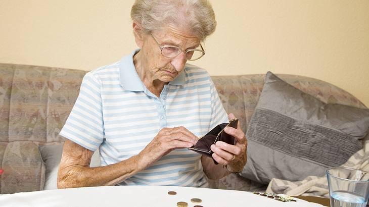 Rentnerin muss ins Gefängnis, weil sie Hunger hatte