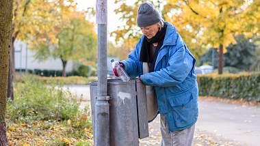 76-Jährige sammelt Flaschen für bessere Rente. Jetzt ist sie vorbestraft