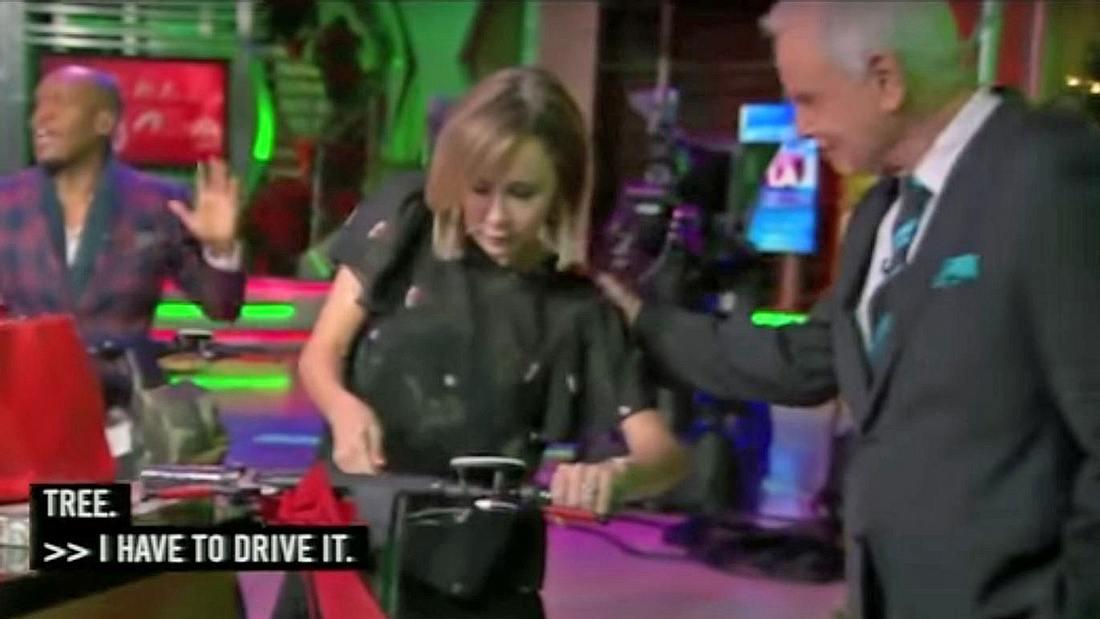 TV-Reporterin Lisa Breckenridge baut mit einem Elektro-Scooter einen Unfall im Live-TV