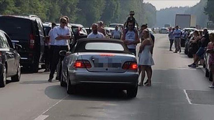 Rettungsgasse: Zeugen stoppen einen Autobahn-Rowdy auf der A4