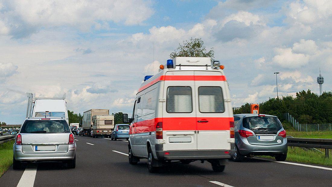 Autofahrer müssen für nicht gebildete Rettungsgasse Bußgeld bezahlen (Symbolfoto).
