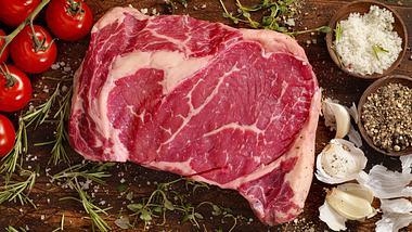 Rib-Eye-Steak: Ich schau dir ins Auge - Foto: iStock / LauriPatterson