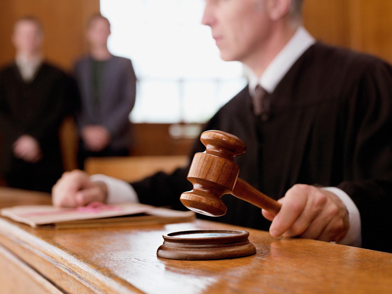 Richter fällt Urteil