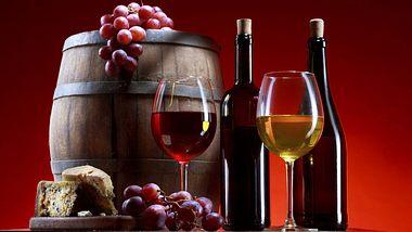 Rot- und Weißwein - Foto: iStock / valentinrussanov