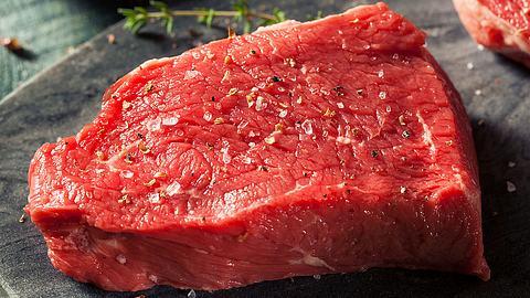Rohes Rump-Steak - Foto: iStock / bhofack2