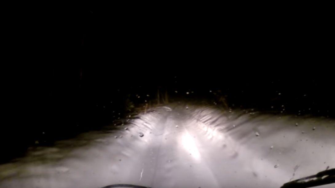 Russland rätselt: Dashcam filmt mysteriöses Schneewesen