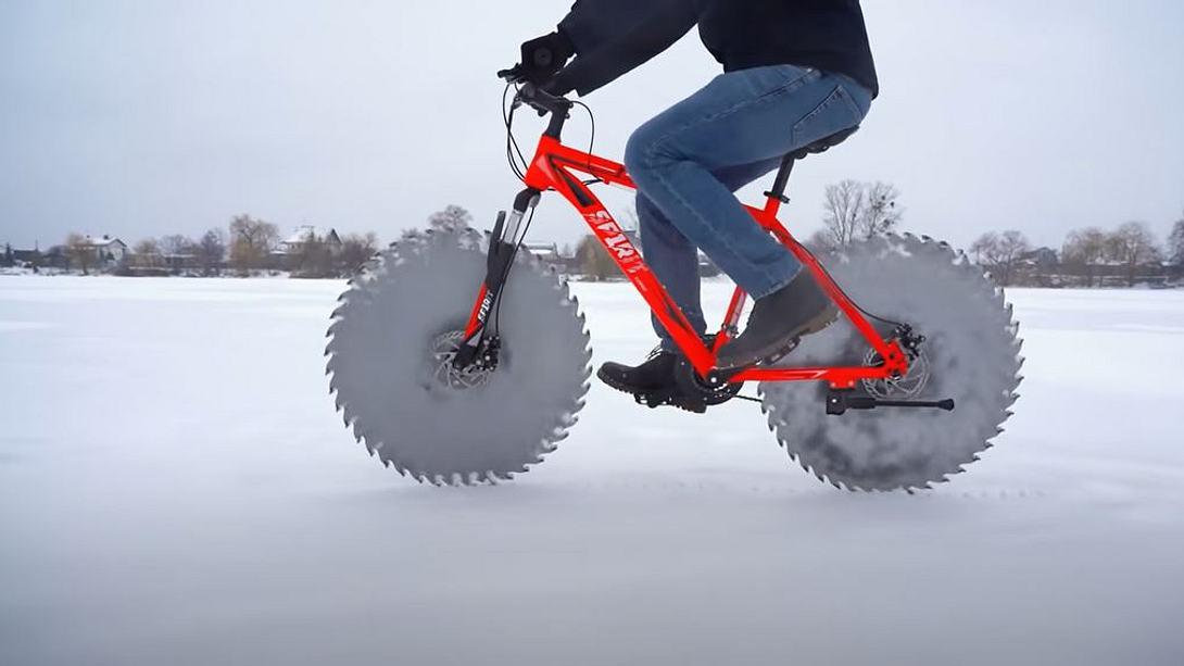 YouTuber montiert Kreissägenblätter an Fahrrad - Foto: YouTube / The Q