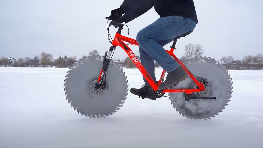YouTuber montiert Kreissägenblätter an Fahrrad
