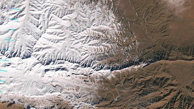 Fotos: Der erste Schnee in der Sahara seit 37 Jahren - Foto: NASA